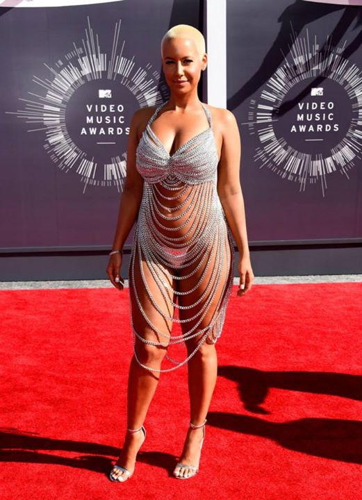 Amber Rose zaszokowała wszystkich strojem na rozdaniu nagród EMA strój więcej odkrywa niż zakrywa